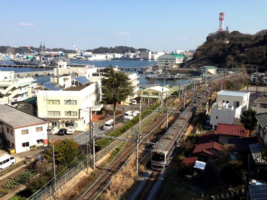 イージス艦と横須賀線 横須賀ー田浦